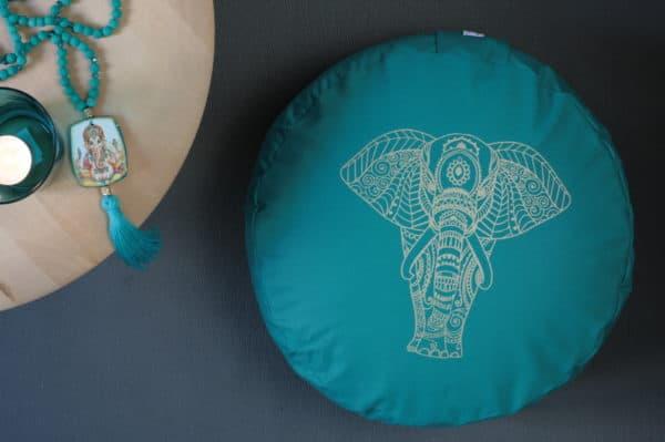 Petrolfarbenes Meditationskissen mit goldenem Elefant